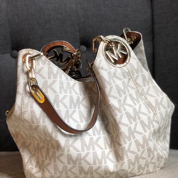 e5ea1c31f7dab4 Michael Kors Bags | Large Fulton Bag | Poshmark